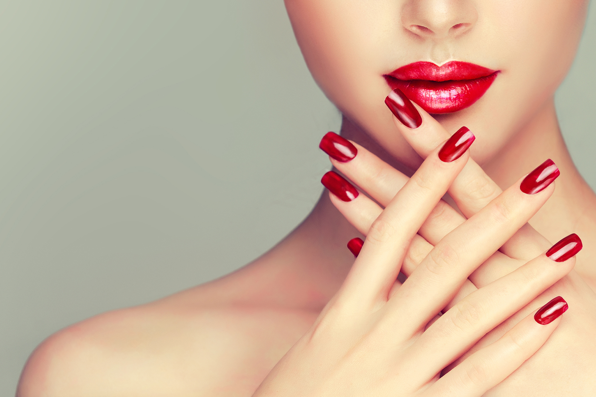 Pretty red nails